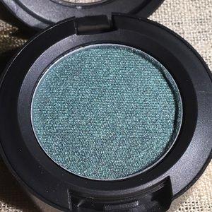 Mac Eyeshadow 'De Menthe.'